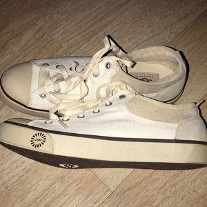 💫UGG women sneakers. !
